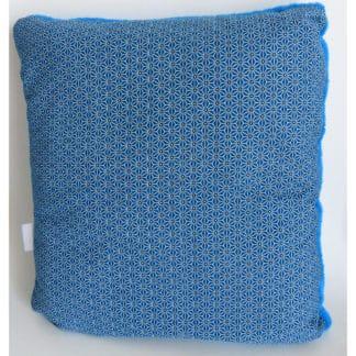 Coussin Plaid Turquoise « Géométrie » plaid rangé en format coussin